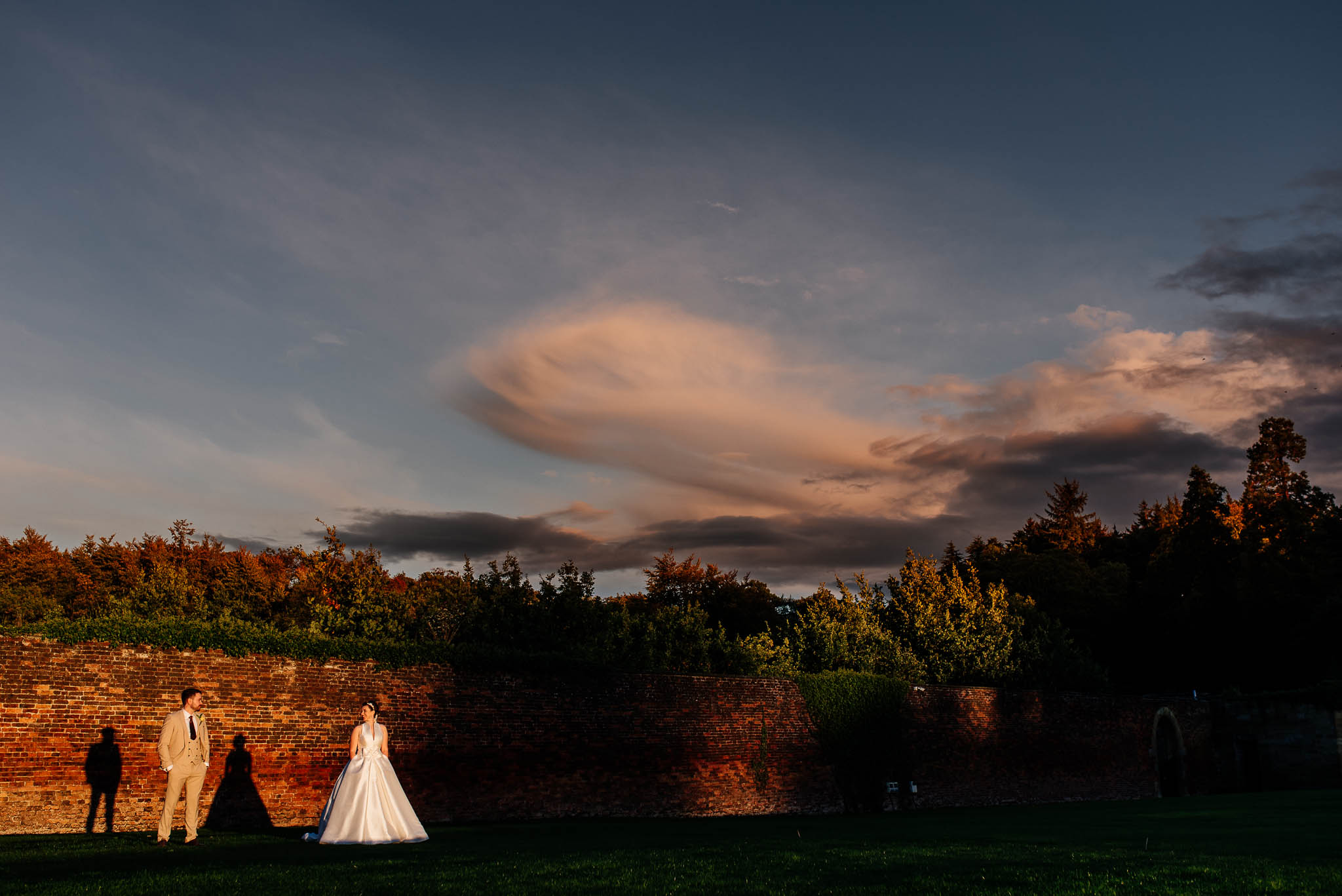 Sunset at Alnwick garden - bride and groom